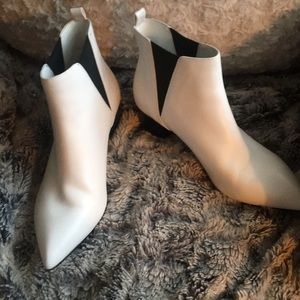 Nine West white booties size 8